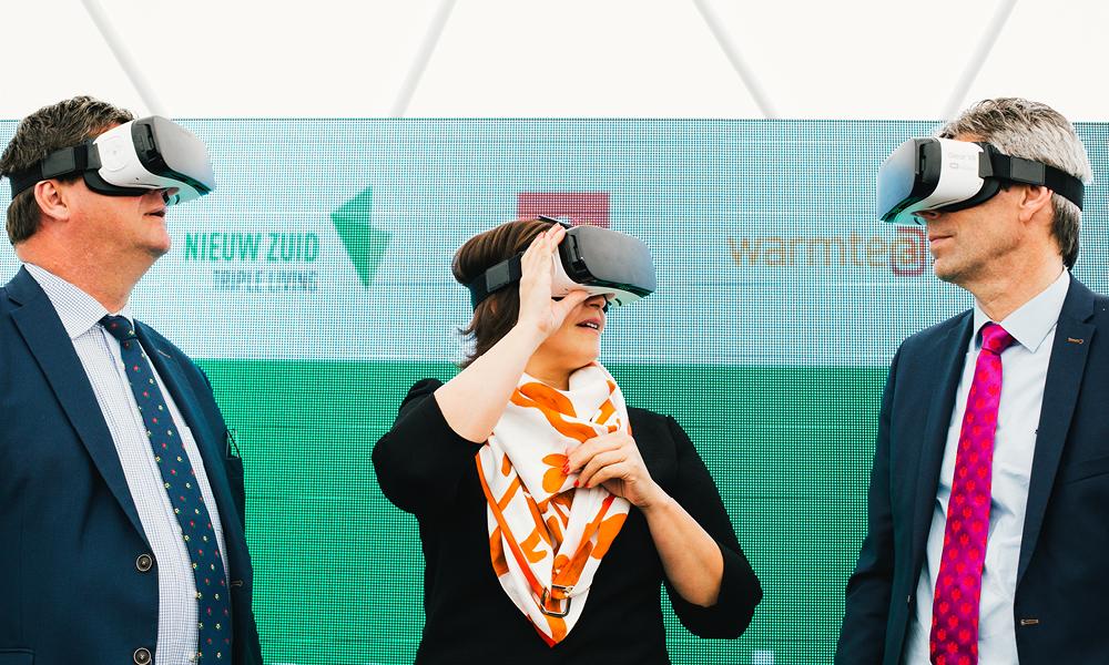 VR-brillen op eerstesteenlegging Zuiderzicht en warmtecentrale op Nieuw Zuid