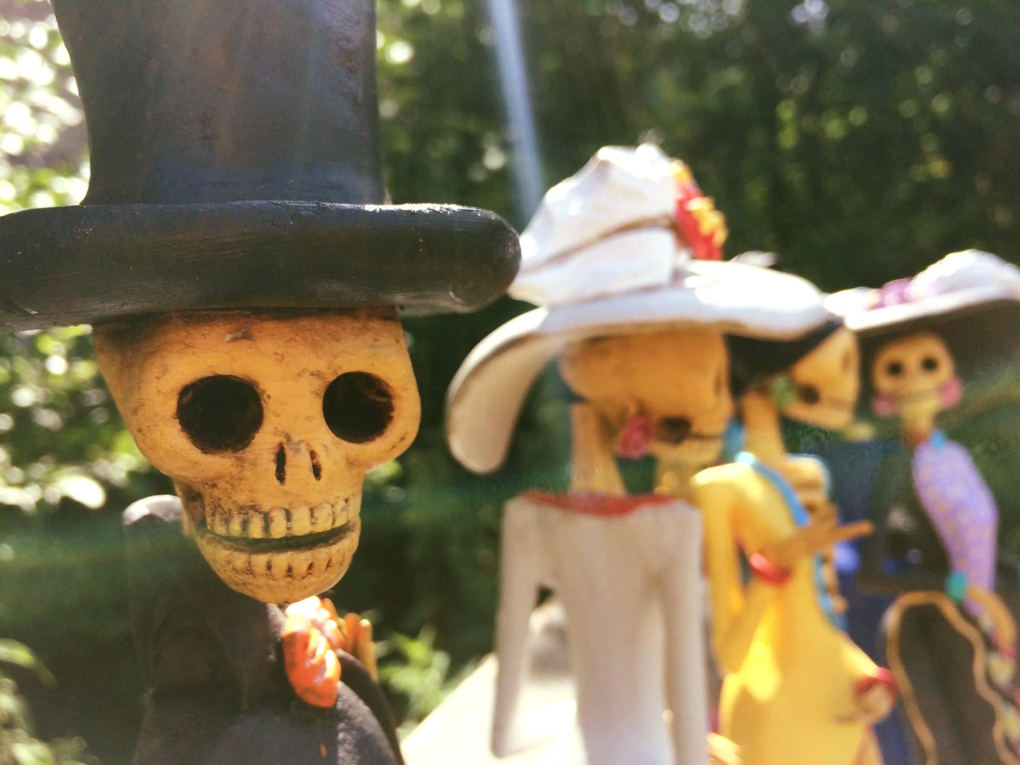 Mexicaanse beeldjes op de Markt van Morgen in de Kloosterstraat aan Nieuw Zuid