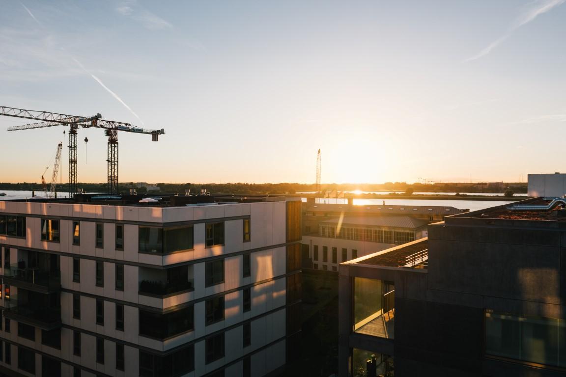 Zonsondergang op Zuidertuin op duurzame site Nieuw Zuid